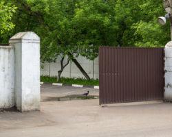 Некоторые виды откатных ворот.