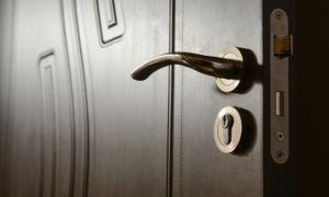 В ход в любое помещение начинается с входной двери хотим ли мы этого или нет, но оно так.