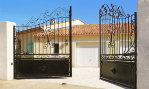 В этой статье мы хотели бы поговорить о возможностях ограждений частной собственности.