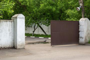 Откатные ворота.
